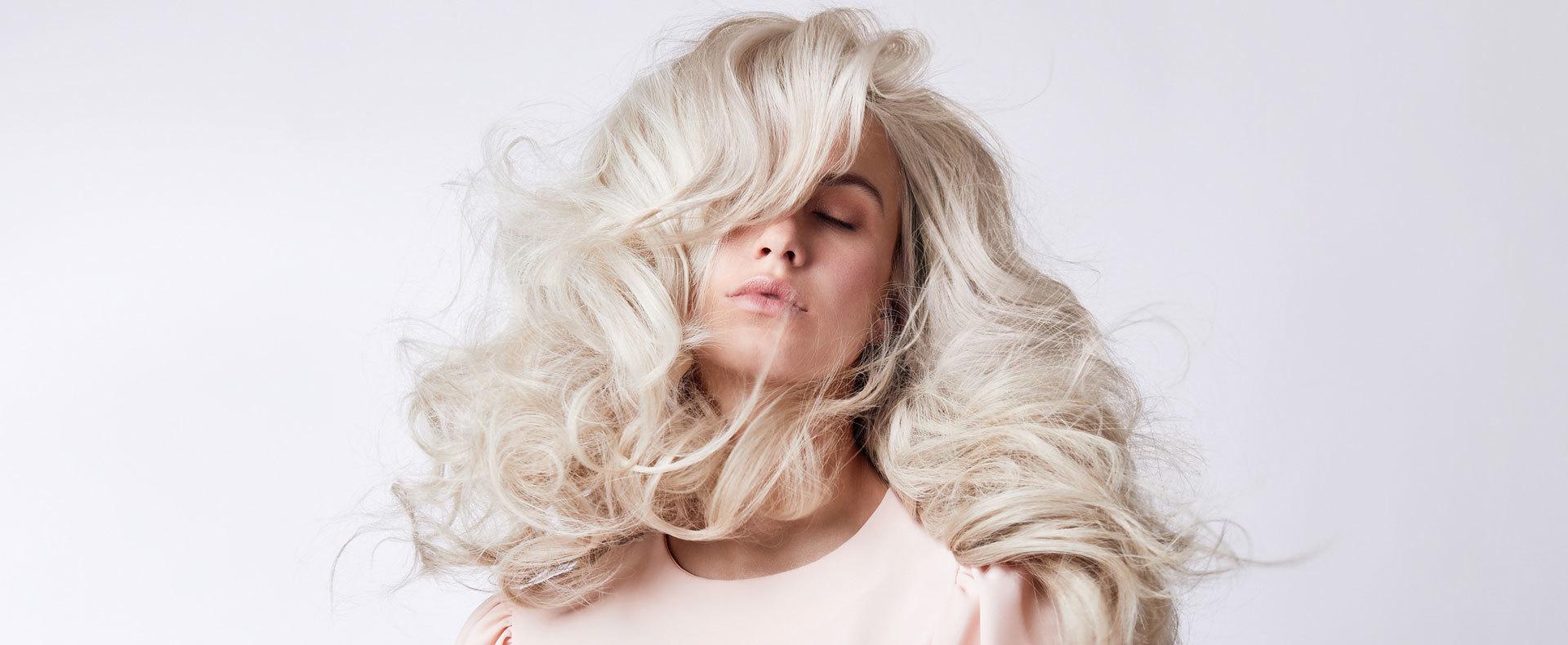 Highlights Optische Höhen Im Haar Durch Blonde Strähnchen